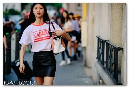 别买白T恤了,今年悄悄流行镶边T恤