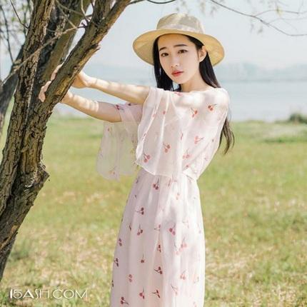 印花连衣裙,锁住时髦安全感